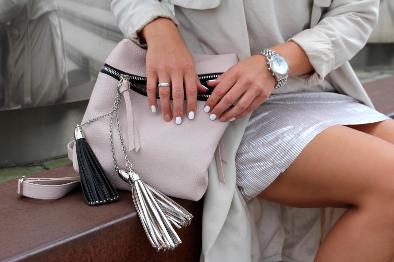 Fashioncircuz by Jenny trend-plisseerock-metallic4-1170x780 TREND: METALLIC PLISSEEKLEID ZU SNEAKERS