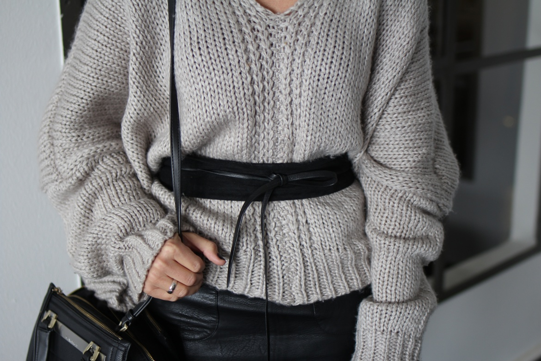 Fashioncircuz by Jenny website-dev_img_9735-1170x780 OUTFIT | LEDERROCK TRIFFT AUF COZY PULLOVER