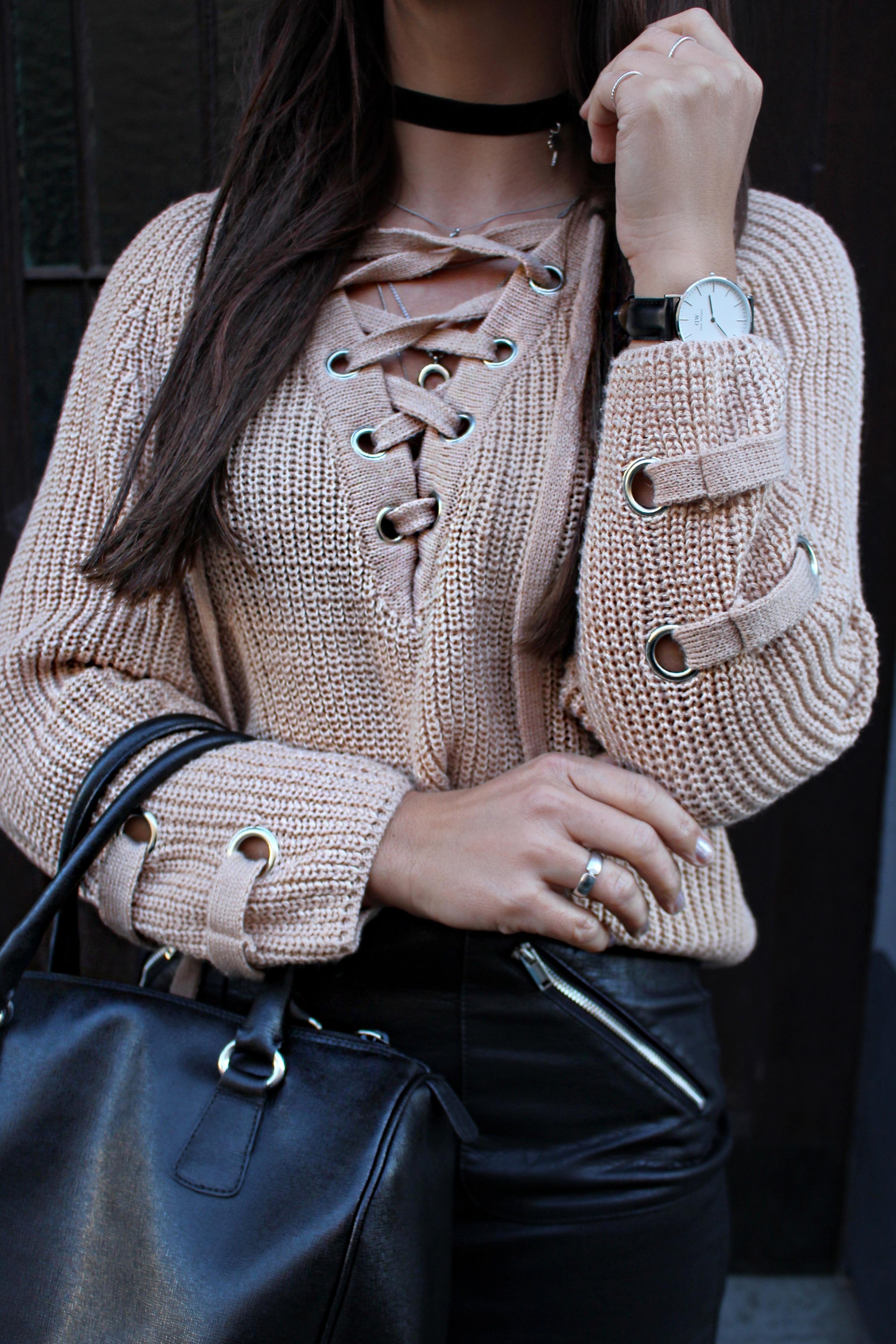 Fashioncircuz by Jenny details-chicwish OUTFIT | STYLISCHER PULLOVER ZUM SCHNÜREN & LEDERROCK