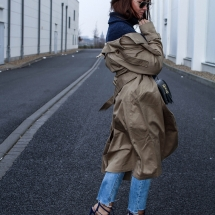 fashioncircuz_jennifer_kemen_outfit_inspiration_showroom_pullover_and_asos_trenchcoat-kopie
