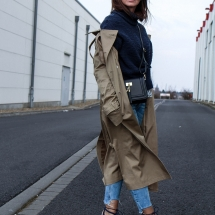 fashioncircuz_jennifer_kemen_outfit_inspiration_showroom_pullover_and_asos_trenchcoat-kopie-4