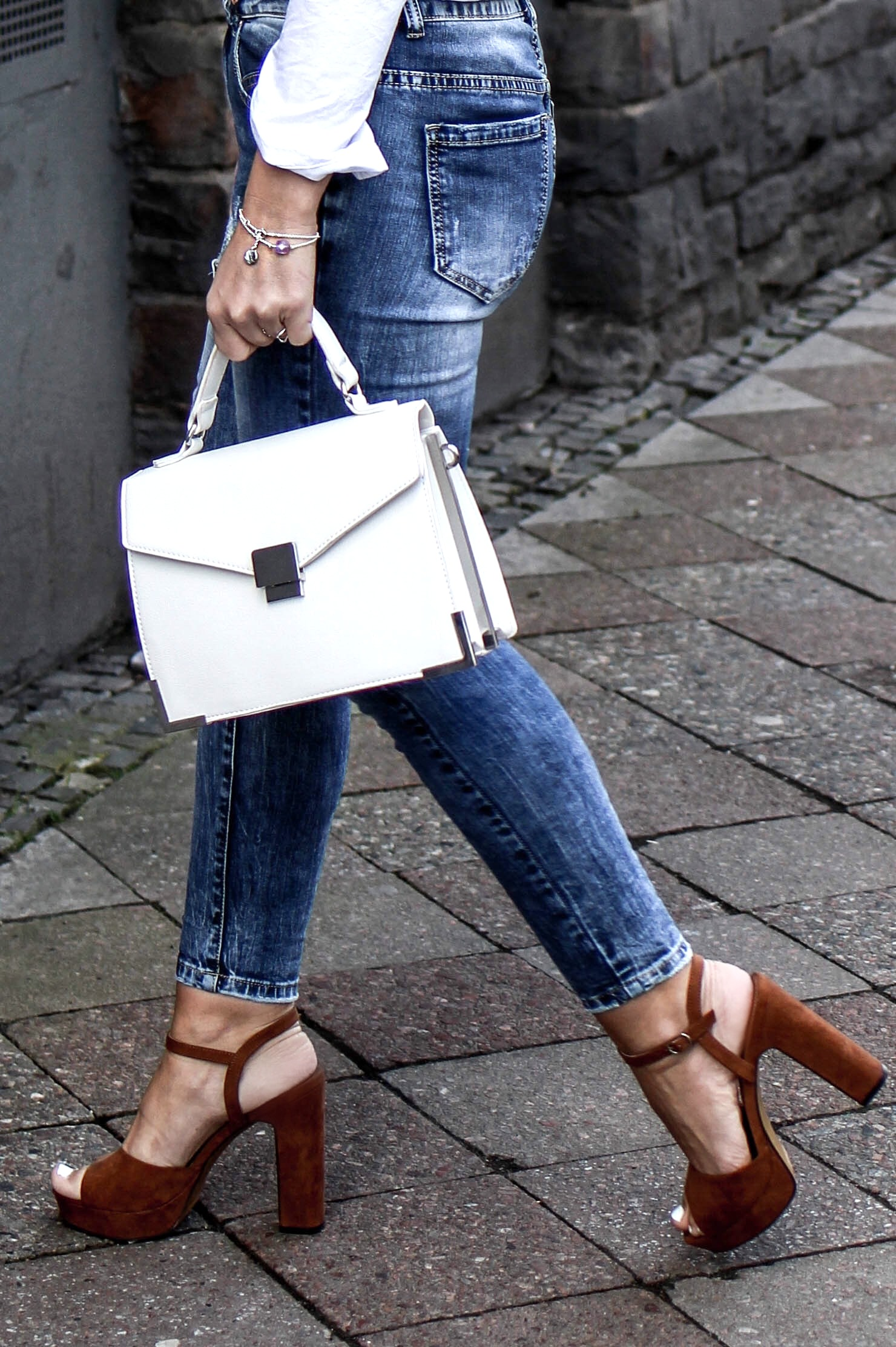 Fashioncircuz by Jenny fashioncircuz_jenny_streetstyle_chicwis_grethe_winter_details In Jeans und Bluse durch den Frühling