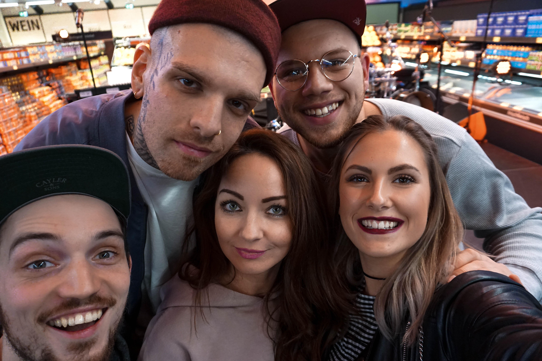 Fashioncircuz by Jenny selfie-fargo-konzert-blogger EVENT | #einfachsein | FARGO RAPPT IN KÖLNER ALDI SÜD FILIALE ZWISCHEN TIEFKÜHLPIZZA UND BANANEN